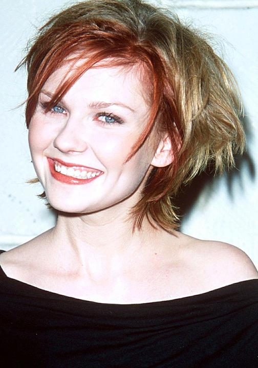 كريستين دانست بخصل شعر أحمر من الأمام