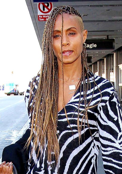 جادا بينكيت سميث شعر نصف محلوق مع جدائل