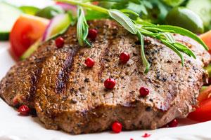 طريقة عمل سلطة اللحم المحمر مع الجرجير